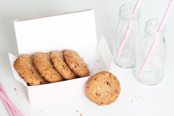 Glutenfri cookies med peanuts og chokolade