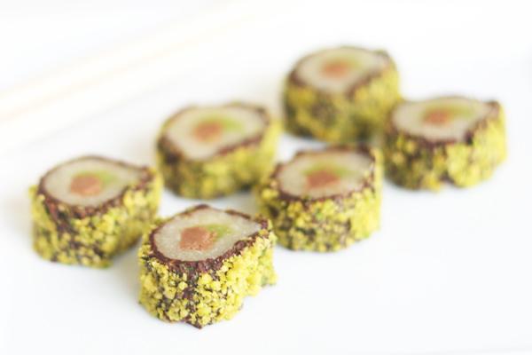 Chokolade sushi med nougat, marcipan og pistacienødder