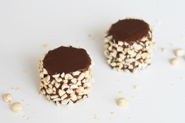 Hasselnøddekage med chokoladeganache