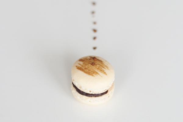 Kaffe macarons med mørk chokoladeganache