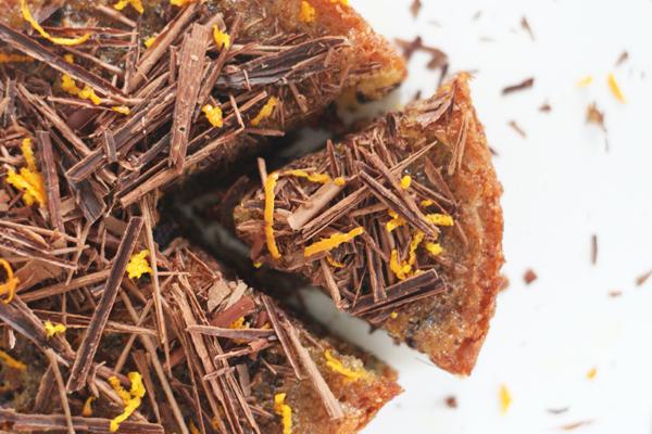 Nøddekage med appelsin, kanel og mørk chokolade