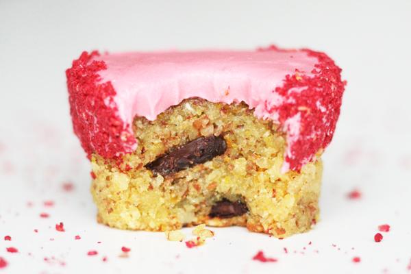 Cupcakes med appelsin, hindbær og mørk chokolade
