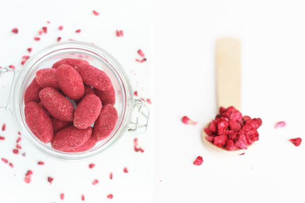 Ristede mandler med mandelnougat og frysetørret hindbær