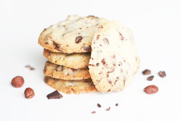 Nøddecookies med chokolade, kakaonibs og havsalt
