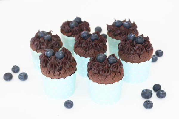 Brownie cupcakes med blåbær