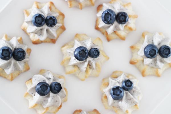 Kransekager med blåbær, citron og hvid chokolade