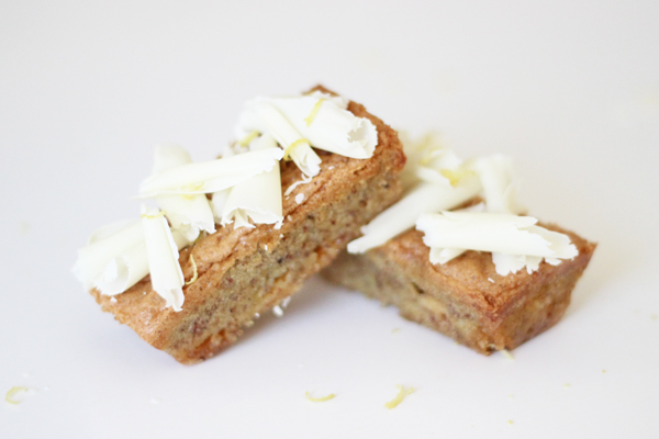 Sund nøddekage med citron og hvid chokolade