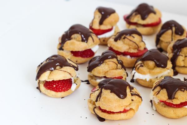 Profiteroles med jordbær