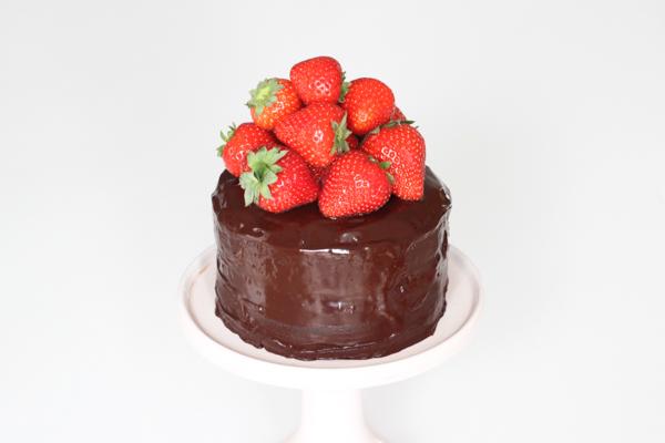 Lagkage brownie med jordbær