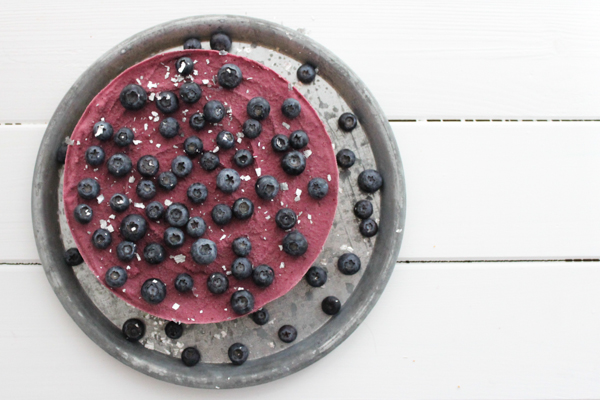 Nytårsdessert: Islagkage med blåbær, lakrids og hvid chokolade