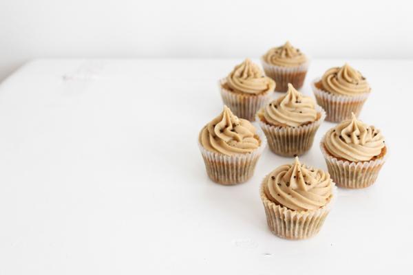 Lakridscupcakes med hvid chokolade og citron