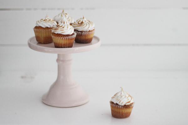 Blondie cupcakes med hindbær og brændt marengs