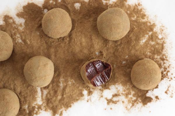 Chokoladetrøfler med lakrids