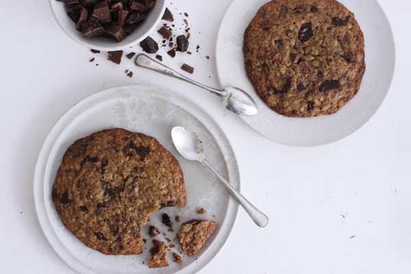 Kæmpe cookies med chokolade og salt