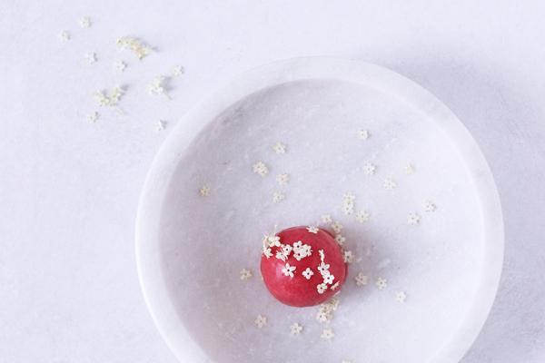 Nem hindbærsorbet med hyldeblomster