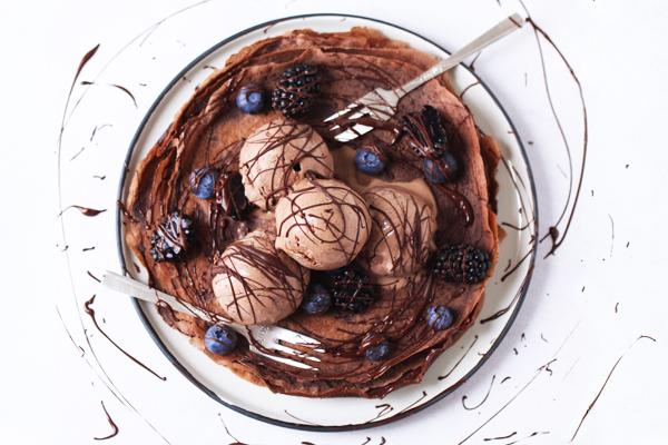 Chokoladepandekager med chokoladeis