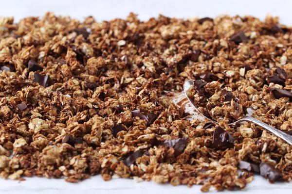 Hjemmelavet mysli med peanut butter og chokolade