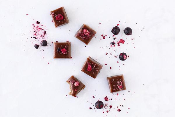 Chokoladekarameller med lakrids og solbær