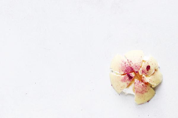 Flødeboller i form med hindbær og citron lemon curd