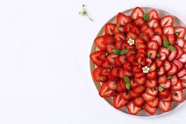 Jordbærtærte med mazarin og basilikum