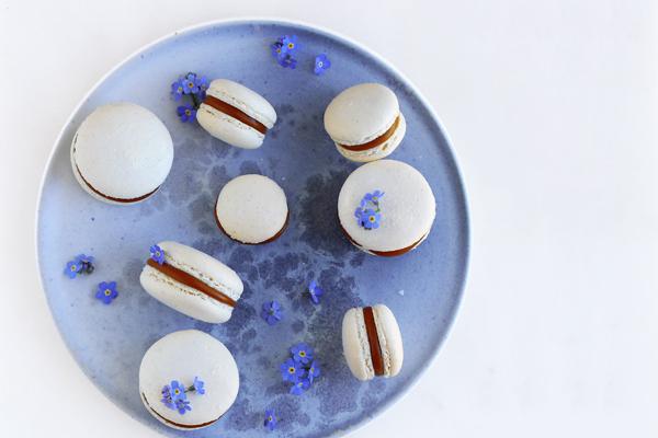Macarons med saltkaramel