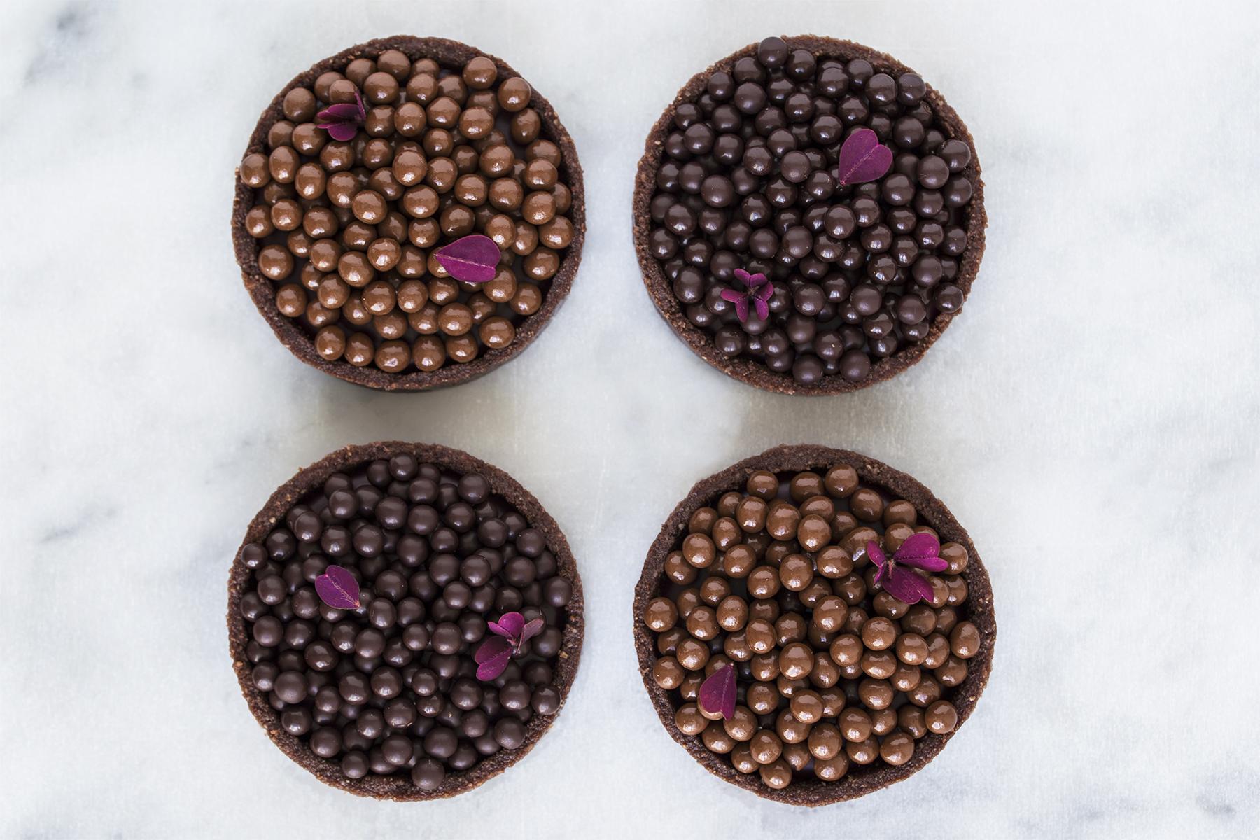 Brombærtærter med chokoladeperler