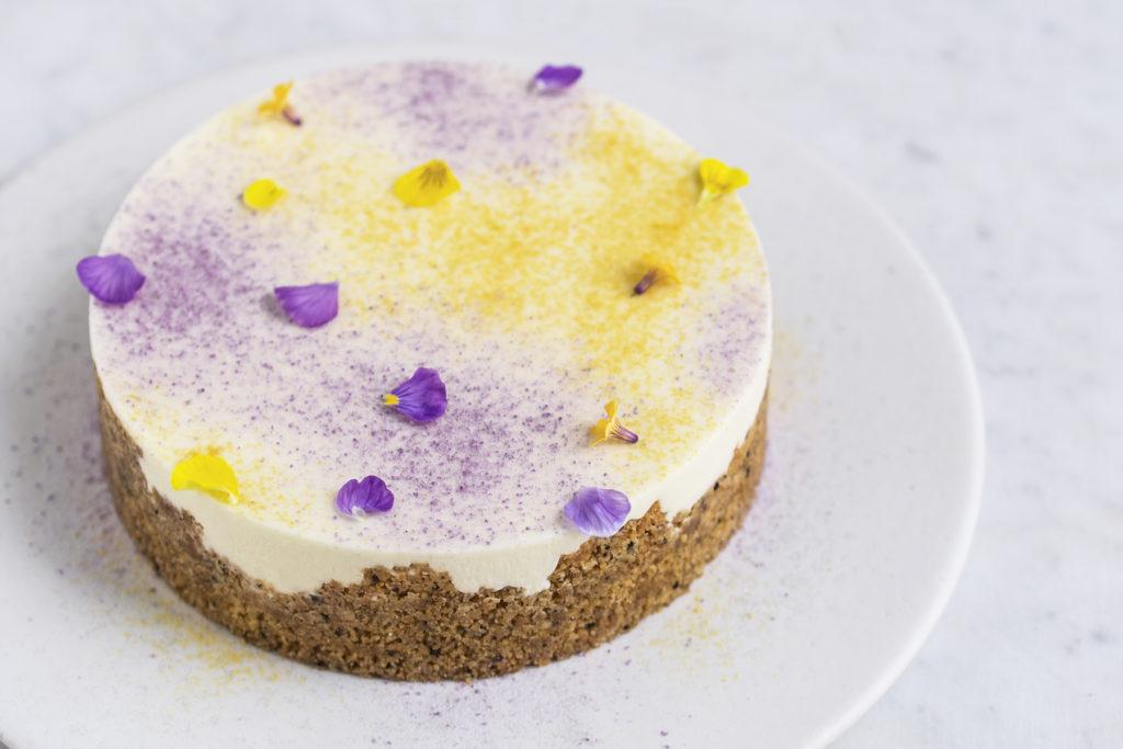 Cheesecake med citron, hvid chokolade og lakrids