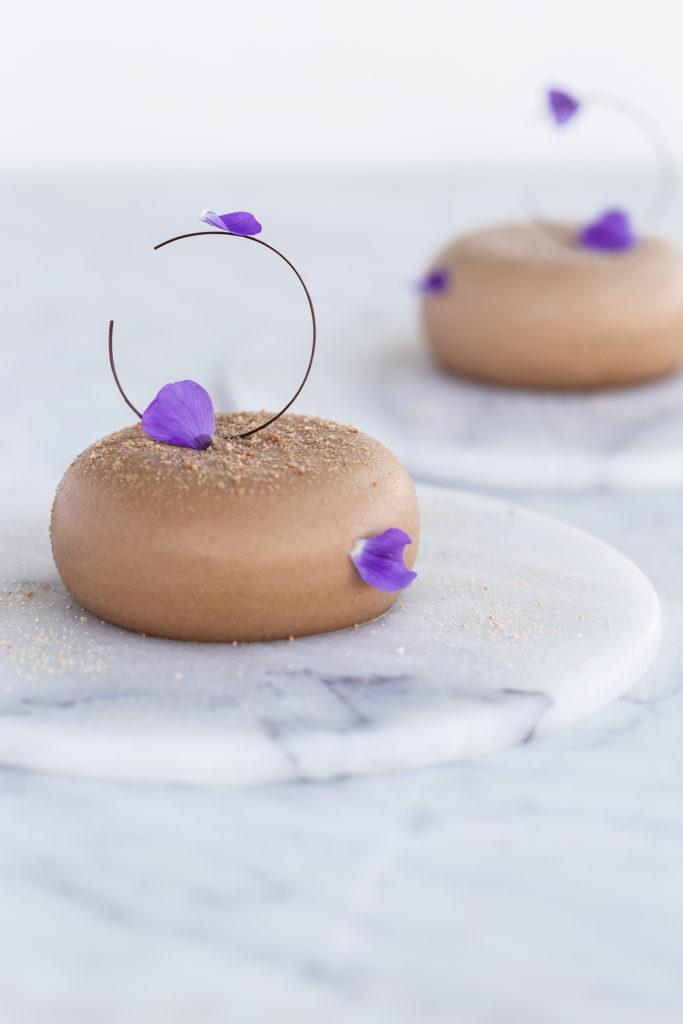 Nytårsdessert: chokolademoussekage med nutella og hasselnød