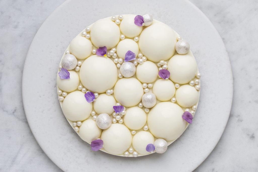 Nytårskage: citronmoussekage med hvid chokolade og lakrids