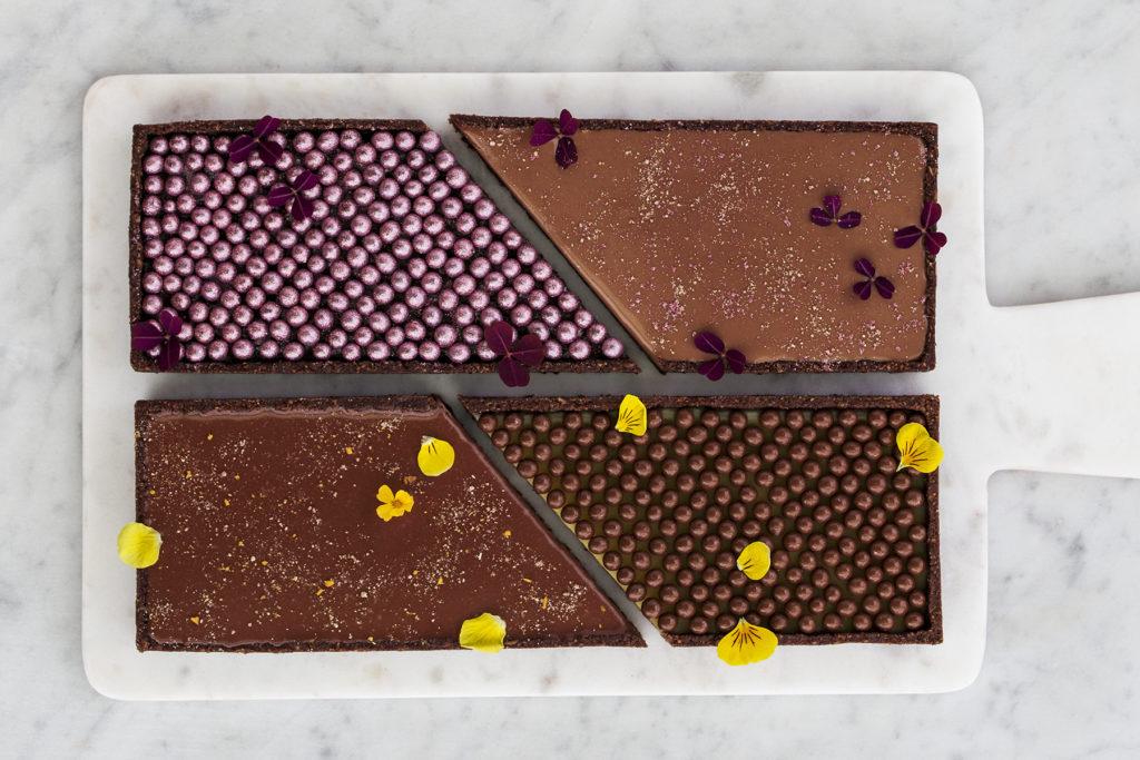 Nytårsdessert: chokoladetærte med peanutbutter og passionsfrugt