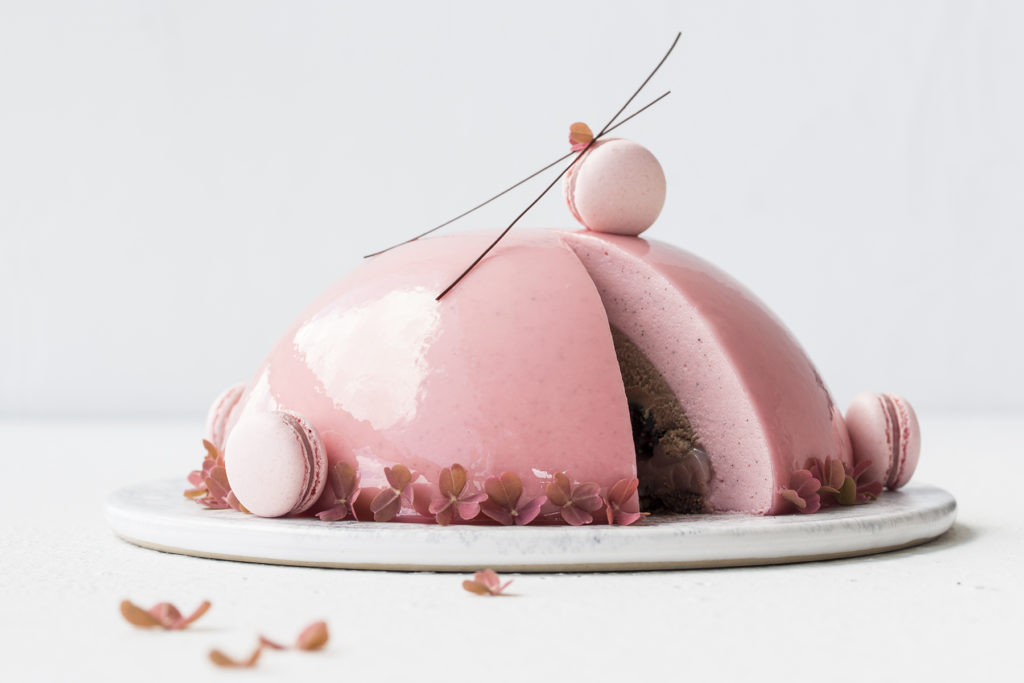 Kirsebærmoussekage med chokolade