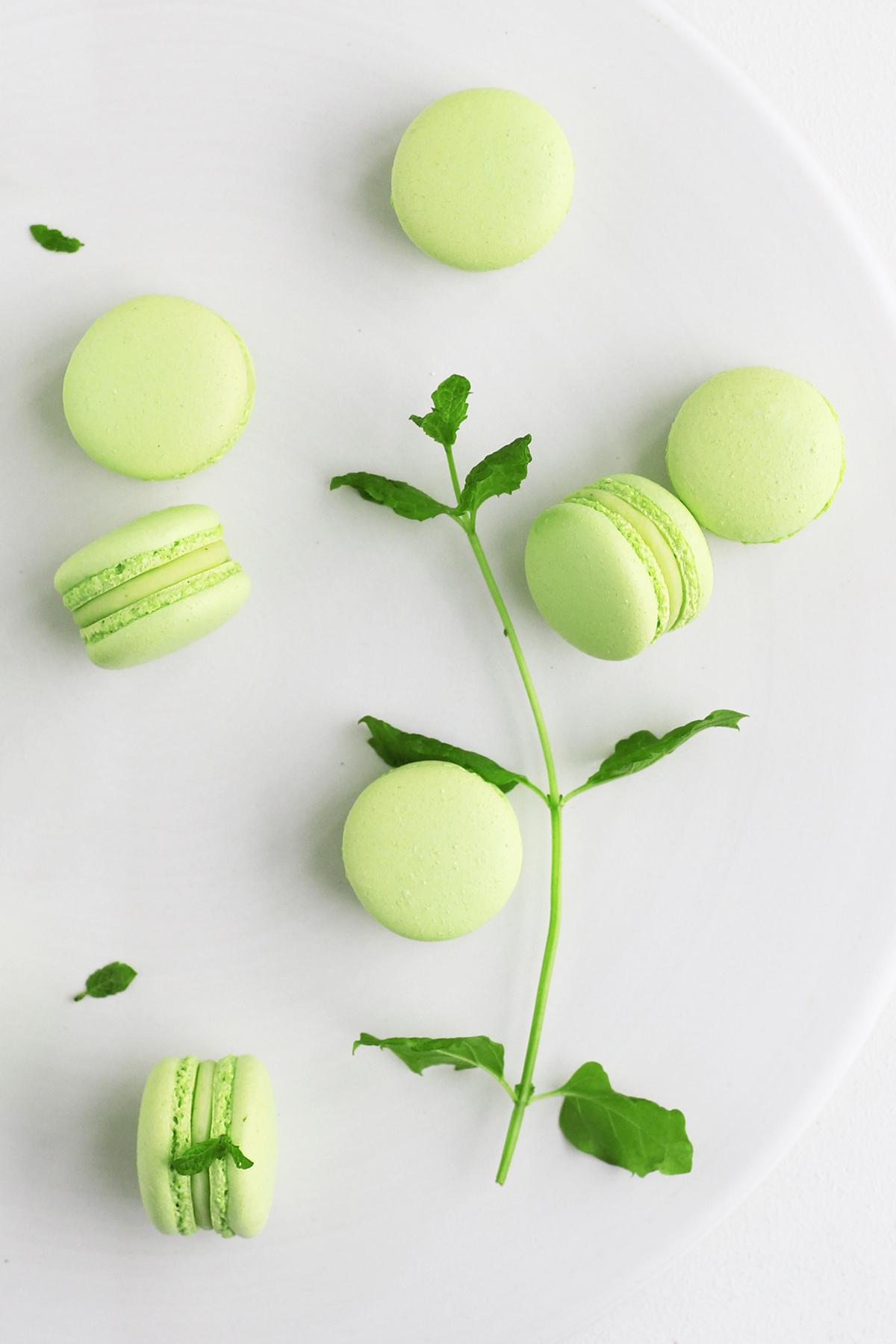 Myntemacarons med hvid chokolade