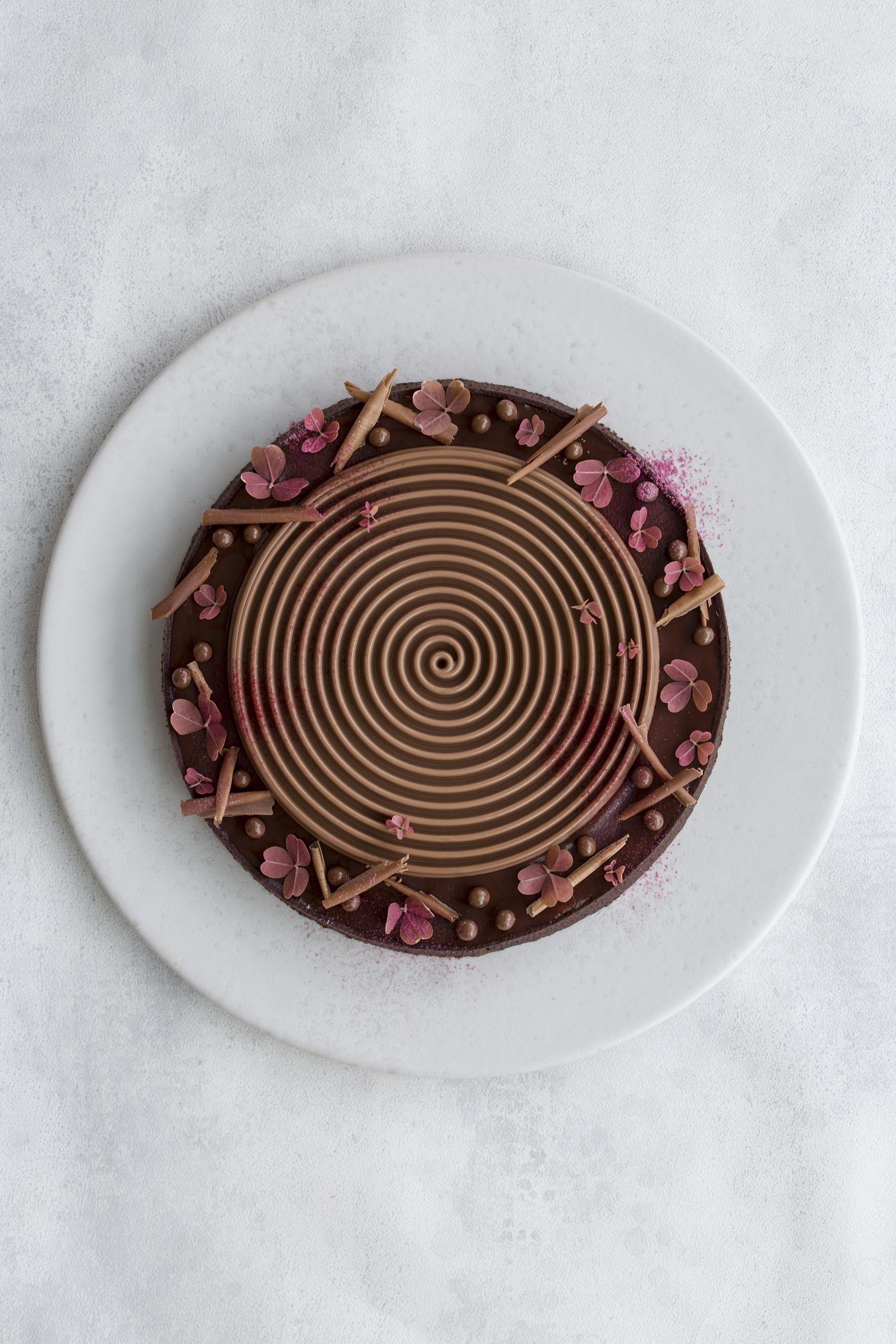 Chokoladetærte med mazarin og kirsebær