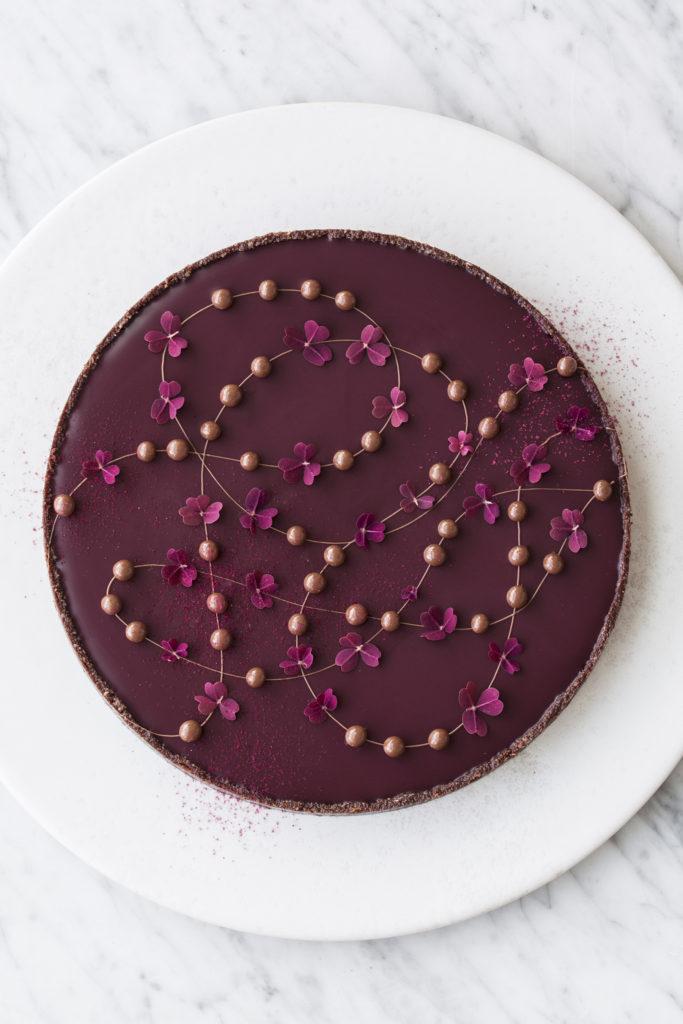 Chokoladetærte med brombær