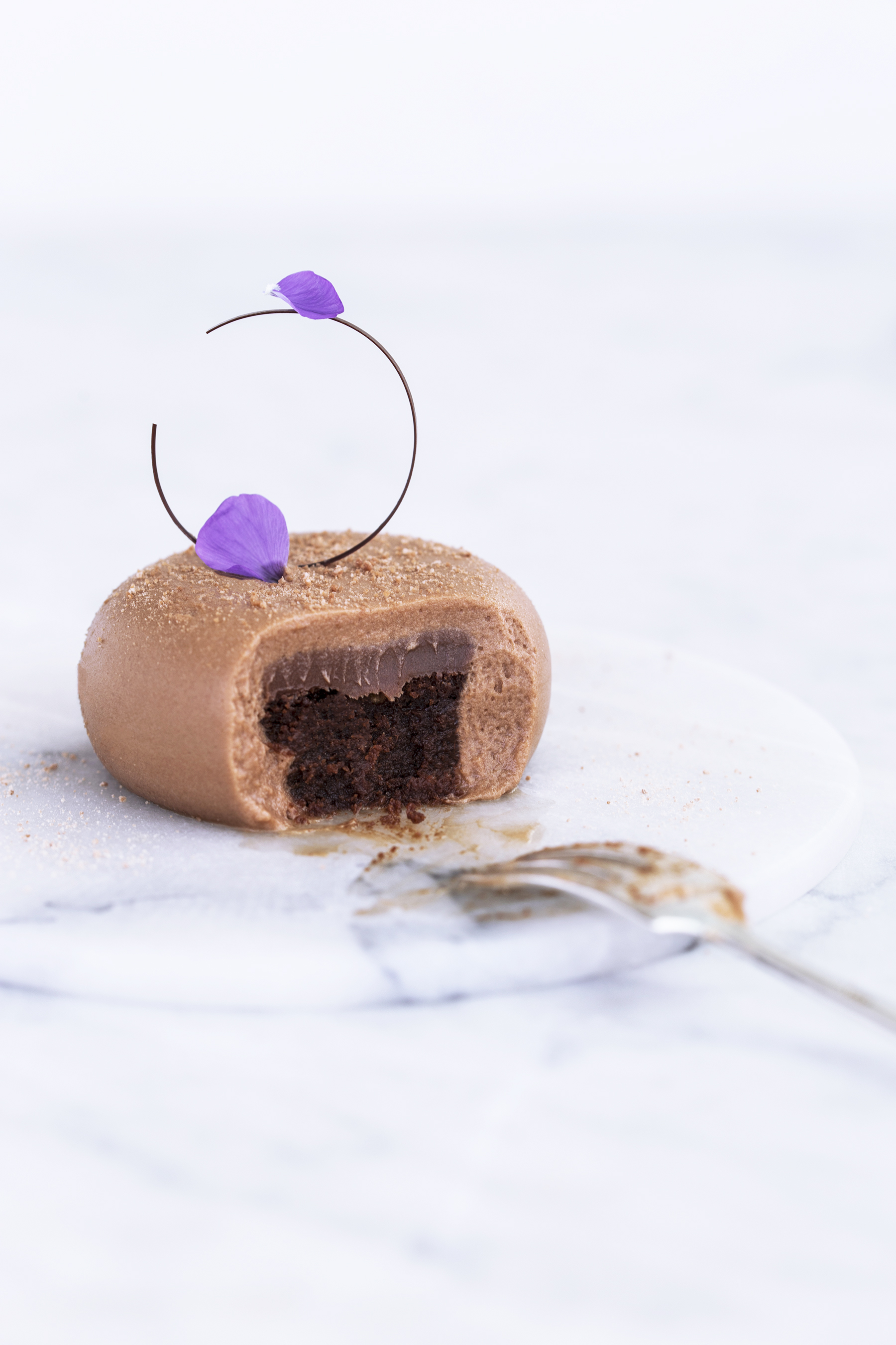 Chokolademoussekage med nutella og hasselnød