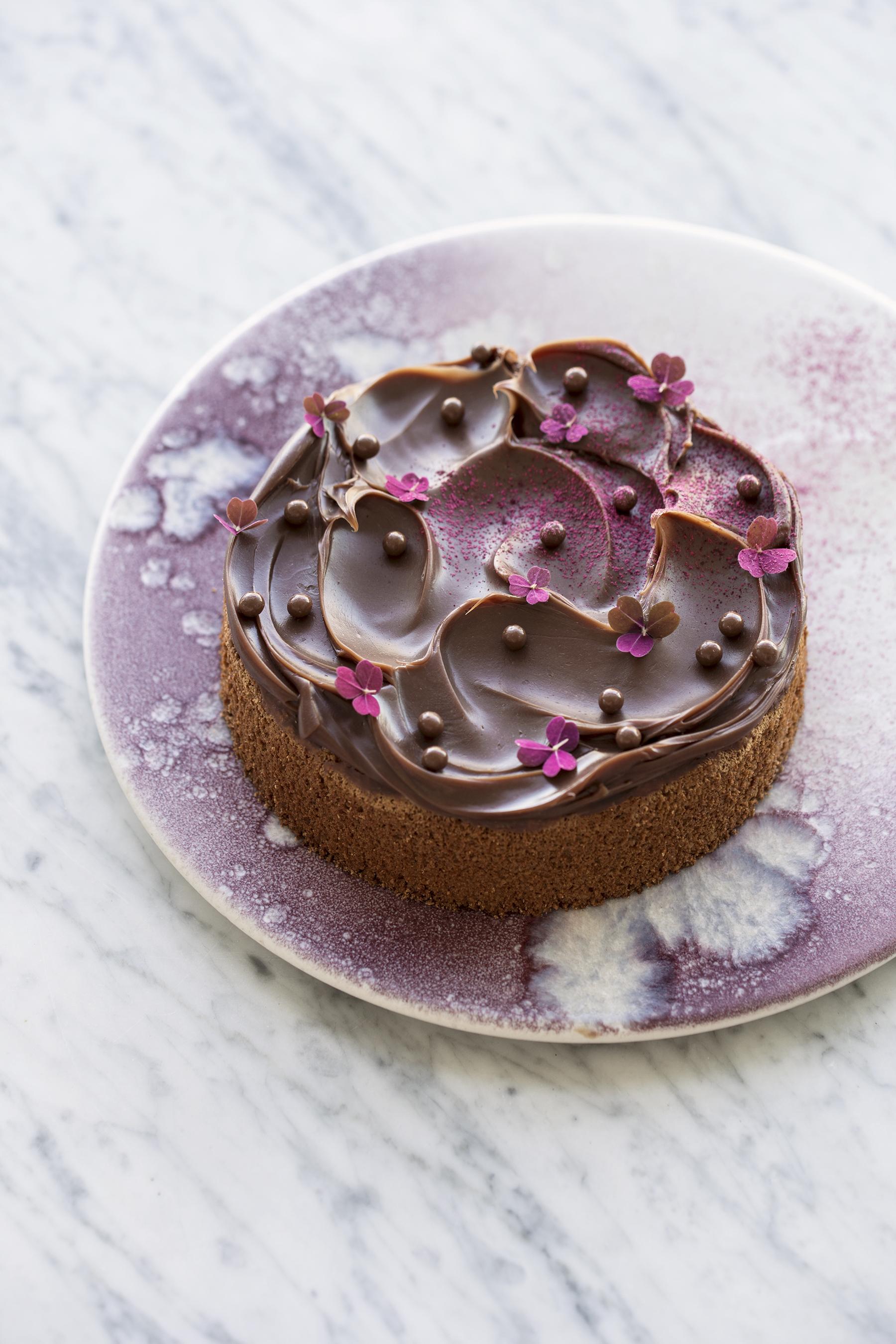 hasselnøddekage med kanel og mælkechokolade